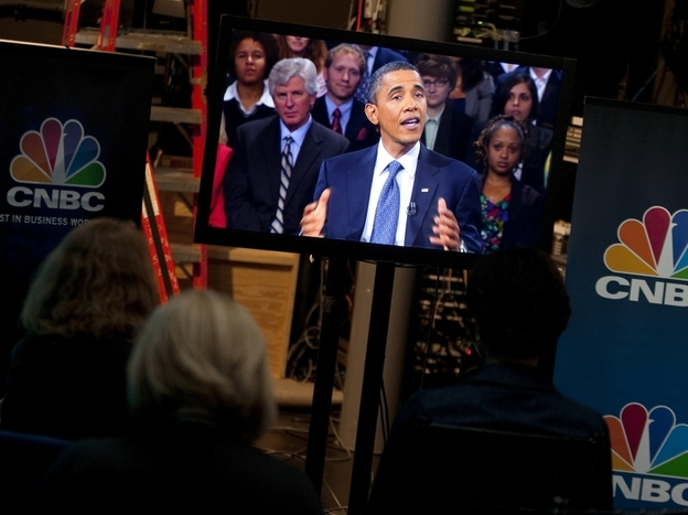 The White House press pool watches a TV monitor carrying President BarackObama's appearance at a town hall-style discussion on the economy hosted by CNBC. (Getty Images)