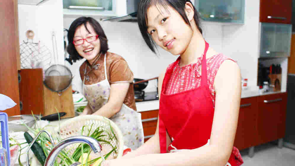 Hangzhou TV chef Chen Leilei and her 13-year-old daughter and sous chef Shao Yulan