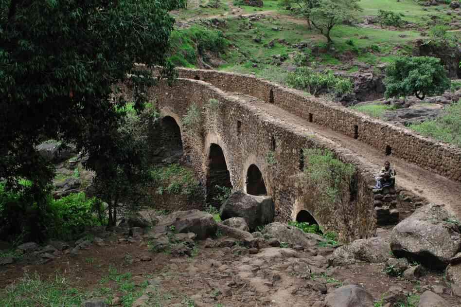 Portuguese missionaries were among the first Europeans to reach the headwaters of the Blue Nile in the 1600s. The missionaries built a series of bridges over the river, most of which are still in use.
