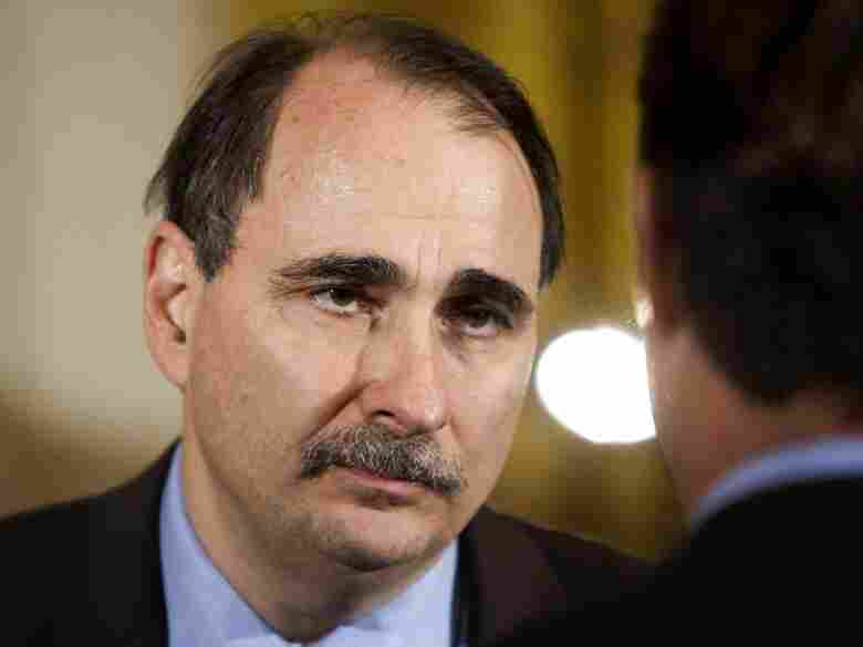 David Axelrod speaks to a guest at a White House event.