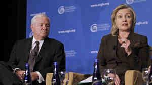 Hillary Rodham Clinton, Robert Gates