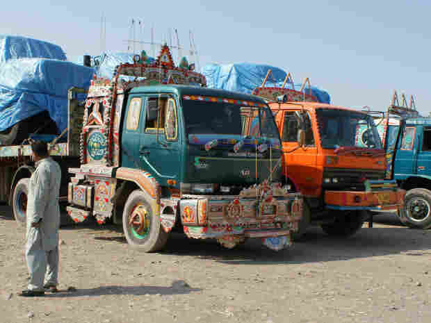 trucks at pak/afhgan border
