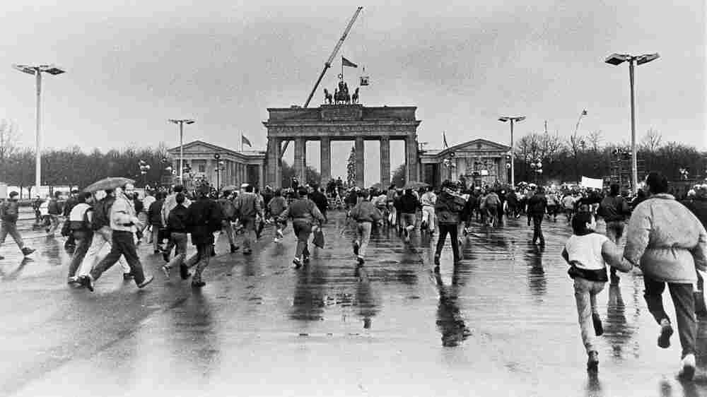 Brandenburg Gate, 1989