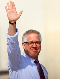 Fox News personality Glenn Beck drew tens of thousands to his