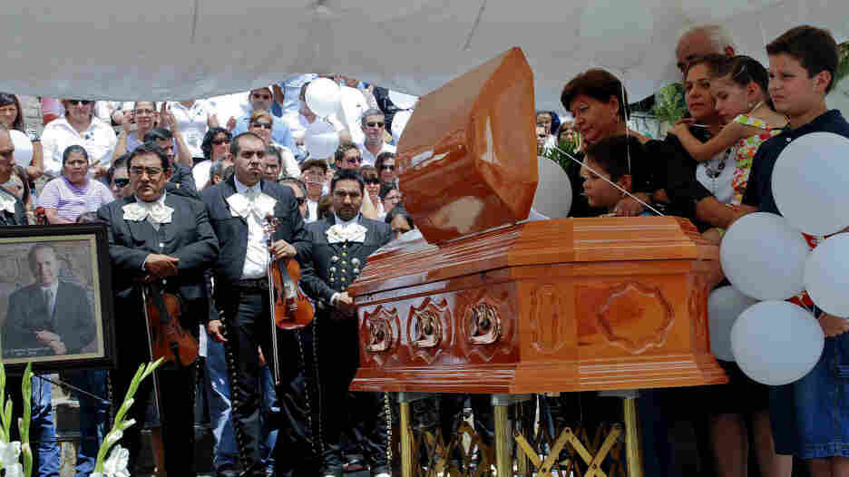 Relatives of Edelmiro Cavazos, slain mayor of Santiago, attend his funeral