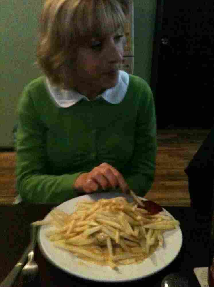 Eva eats the sandwich.