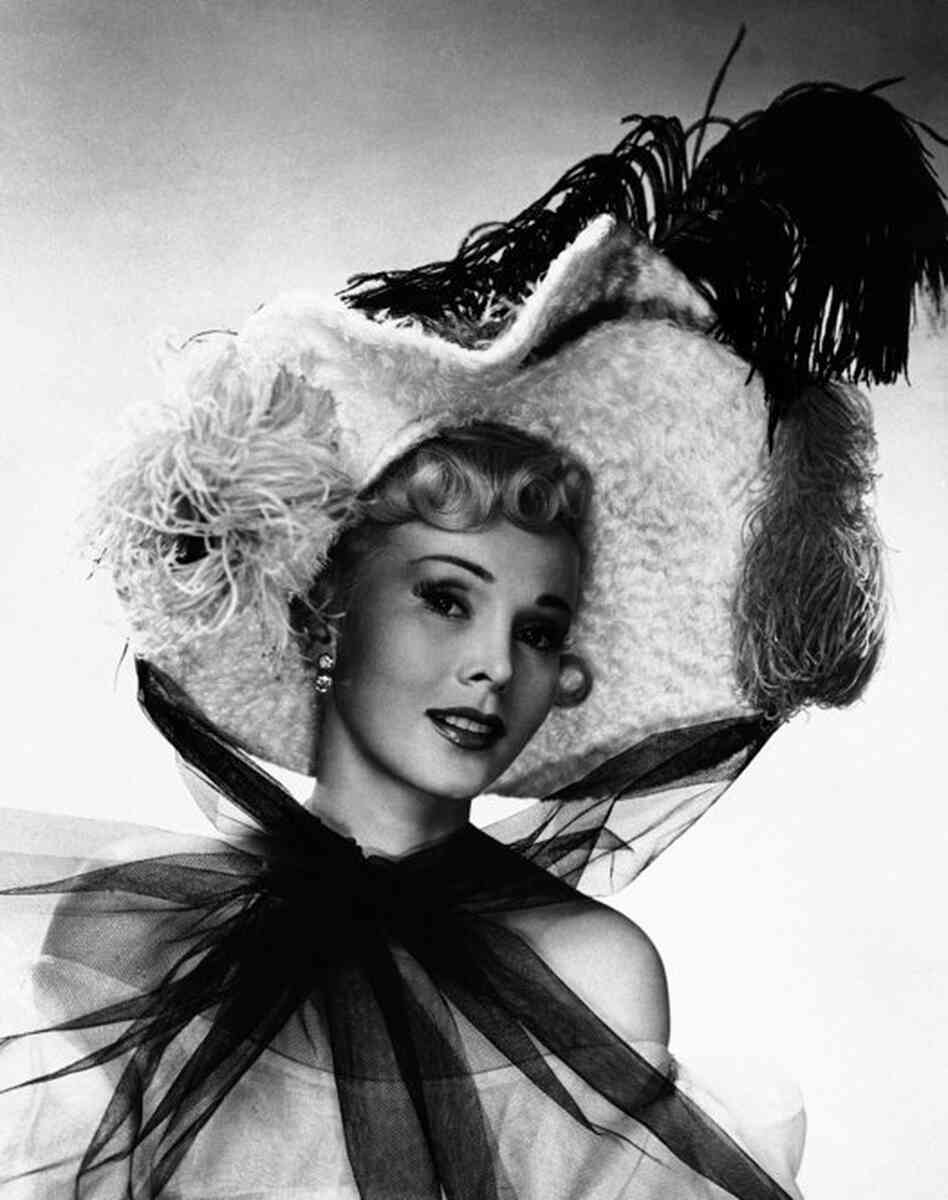 Actress Zsa Zsa Gabor played Jane Avril, star of the famous Paris Dance Hall, in the 1952 film Moulin Rouge.