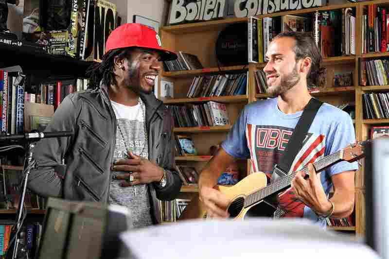 Gyptian sings reggae, accompanied by an acoustic guitar on October 6.