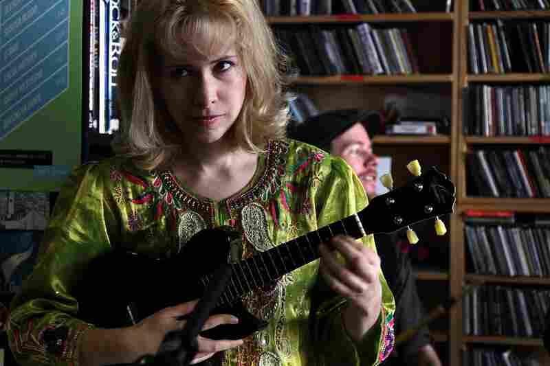 Nellie McKay sings behind Bob Boilen's desk on October 15th.