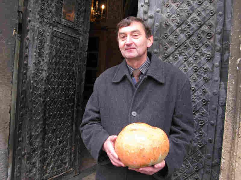 Volodymir Yantsur, a tour guide in Lviv, Ukraine