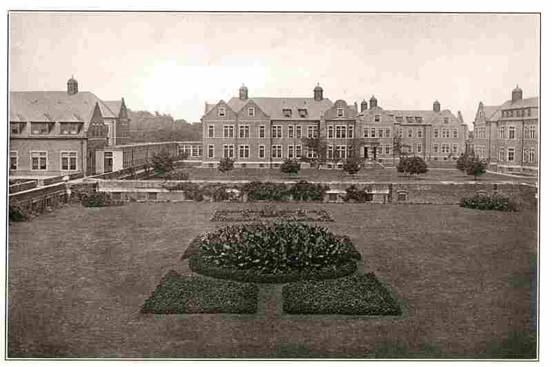 This 1922 photograph shows the campus's cottage-style building arrangement. Working patients, who outnumbered paid employees, helped to maintain the grounds.