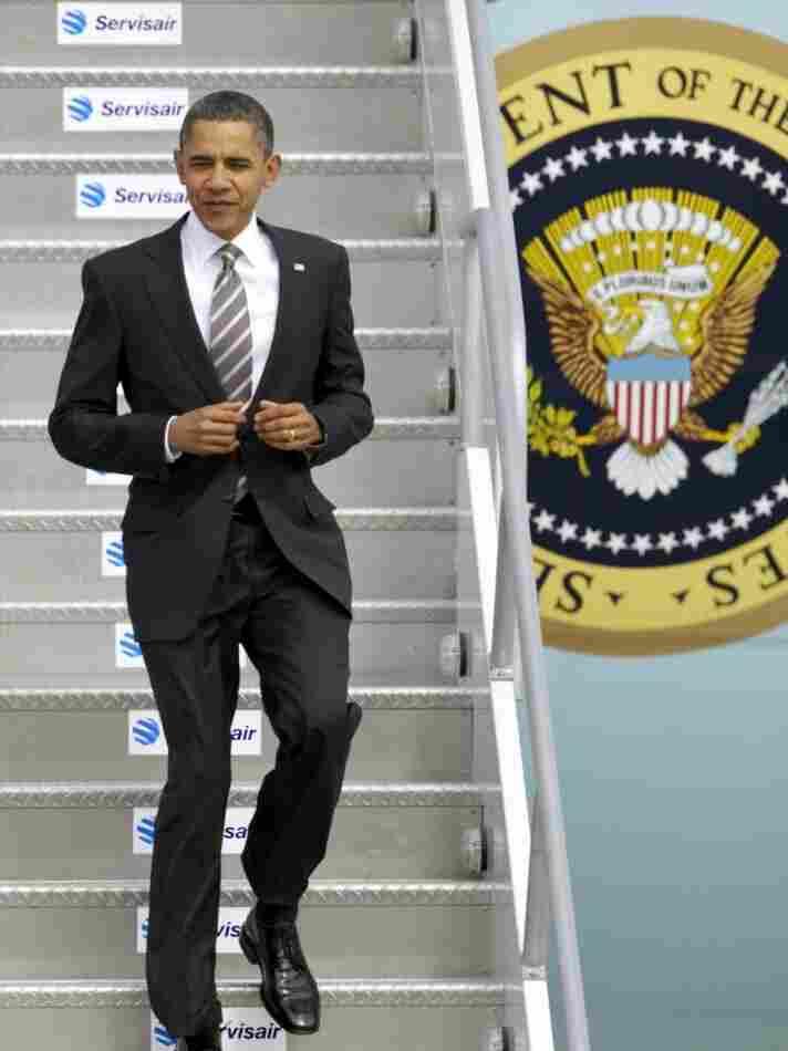 Obama arrives in Los Angeles, Oct. 22, 2010