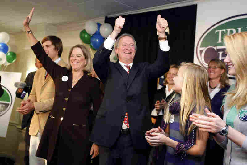 Voters in Rhode Island elected Lincoln Chafee, the first governor to run successfully as an independent since 1998.