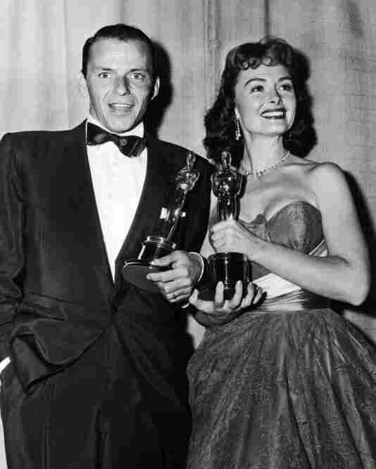 Frank and Donna Reed hold their Oscars for From Here to Eternity.Hulton Archive/Getty Images