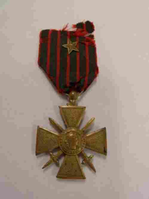 Croix De Guerre, 1914-1918The Croix de Guerre was sometimes awarded to American individuals or military units.
