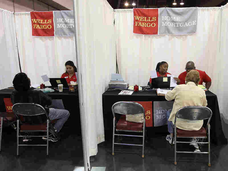 Wells Fargo customers attend a mortgage workshop.