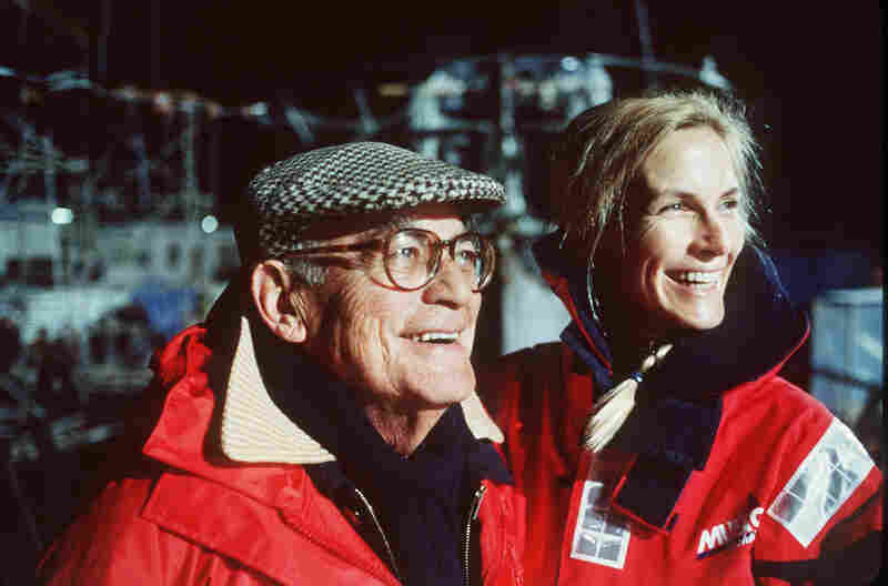 U-571 husband and wife producers Dino and Martha De Laurentiis in 2000.