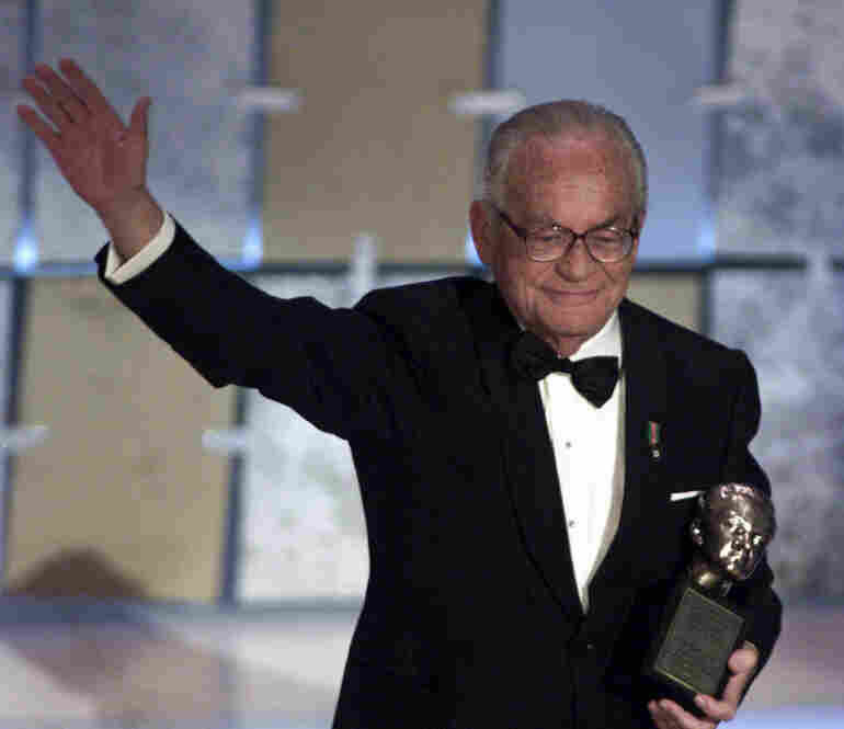 De Laurentiis accepts the Irving Thalberg Award for lifetime achievement, at the 73rd Annual Academy Awards, 2001.