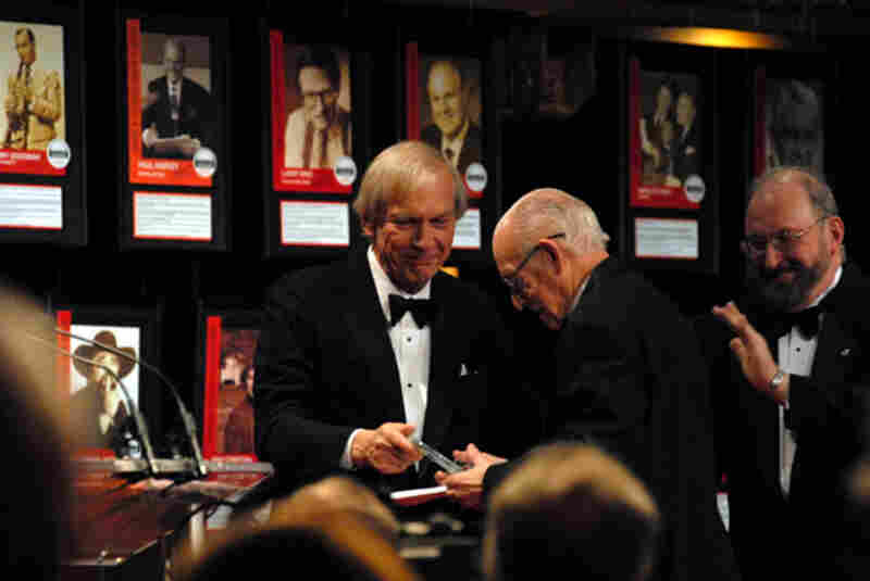 Carl accepts his induction from longtime friend and former colleague Bob Edwards, now of Sirius/XM (Donald Pointer Photography).