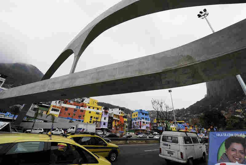 """The footbridge of """"Rocinha"""" in Rio de Janeiro."""