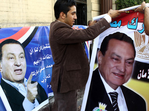 Supporters of Egyptian President Hosni Mubarak
