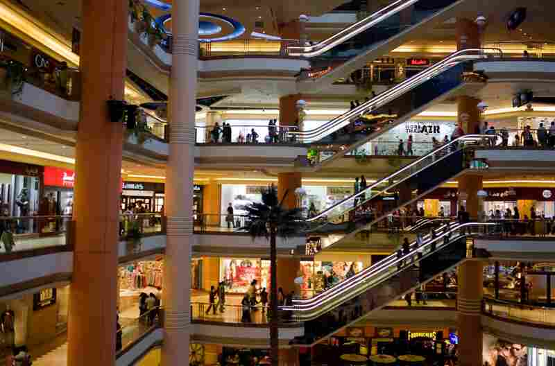 At the other end of the shopping spectrum, Citystars is Cairo's most upscale shopping mall. It contains 643 stores, two indoor theme parks and a 21-screen movie theater.