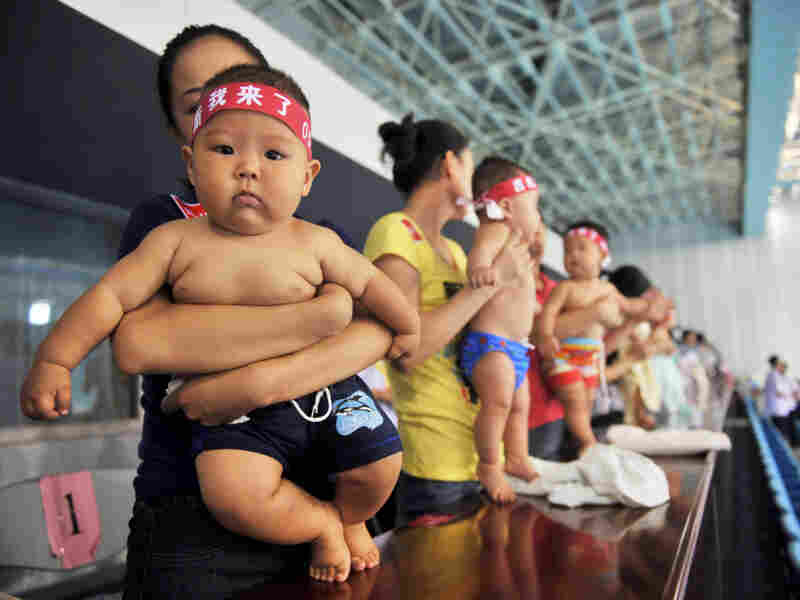 Hundreds of Chinese babies participate in a baby swimming contest in Beijing
