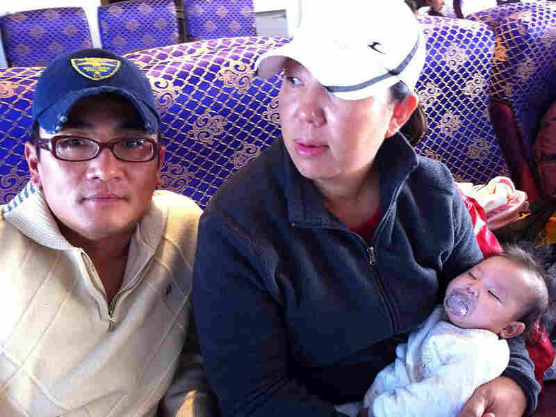 Kim Hae-jeong and her husband traveled with their baby back to Yeonpyong.