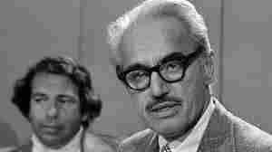 Marvin Miller (right) at a 1976 press conference.