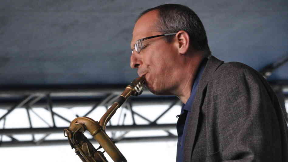 Gary Smulyan performs at the 2010 Detroit Jazz Fest.