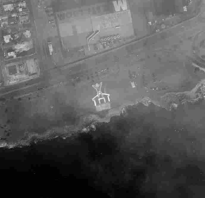 A satellite image shows an aerial view of the demonstration in the Dominican Republic.