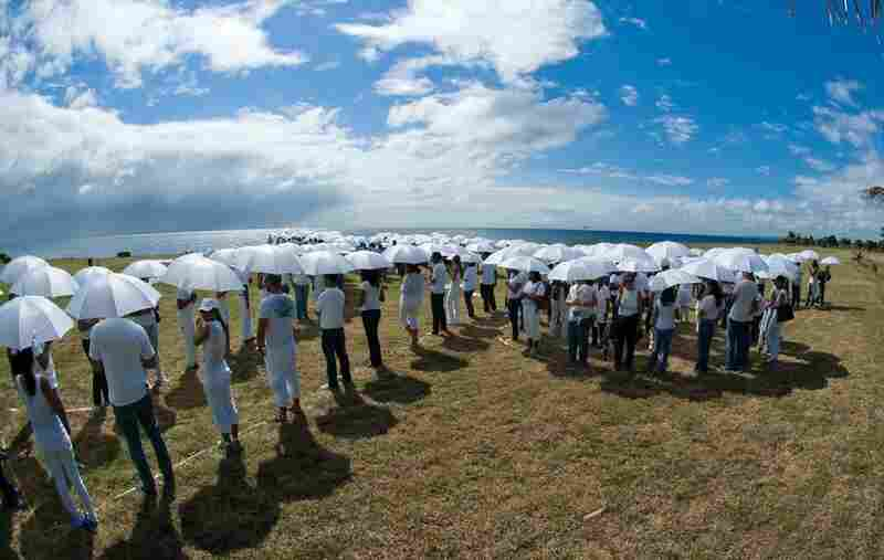 Hundreds of people in white gathered in the Dominican Republic to demonstrate the threat of sea-level rise to an island nation.