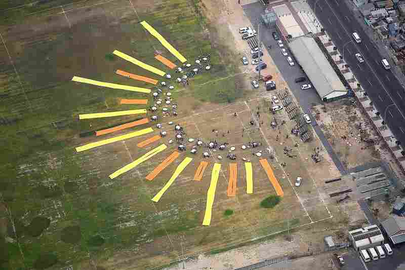 In Cape Town, South Africa, The Canary Project and local citizens created an enormous sun out of 70 high-powered parabolic solar cookers and table cloths. Each cooker lasts for 10 years and requires no fossil fuels, saving money for families while also protecting their health and the environment.