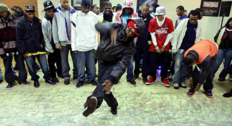 A footworker dances in the middle of the circle at Battlegroundz.
