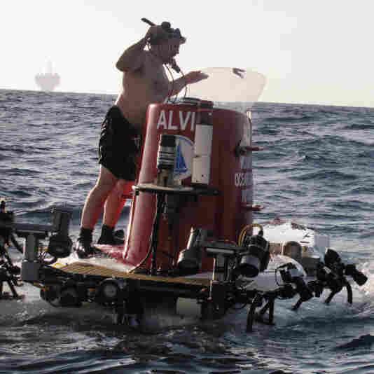 Swimmers prepare Alvin for a dive in the Gulf of Mexico