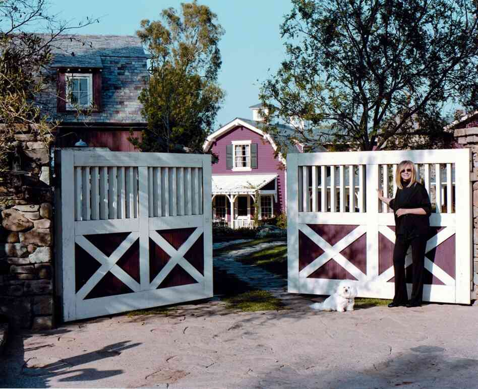 Barbra Streisand House Fascinating With Barbra Streisand House Home Pictures
