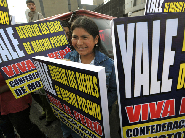 In November, Peruvians held a demonstration in Lima demanding Yale return the artifacts taken from Machu Picchu nearly a century earlier.