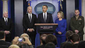L-R: Defense Secretary Robert Gates, Vice President Biden, President Obama, Secretary of State Hillary Rodham Clinton, and Joint Chiefs Vice Chairman Gen. James Cartwright, during today's briefing.