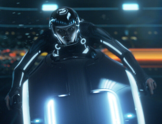 Garrett Hedlund racing in Tron
