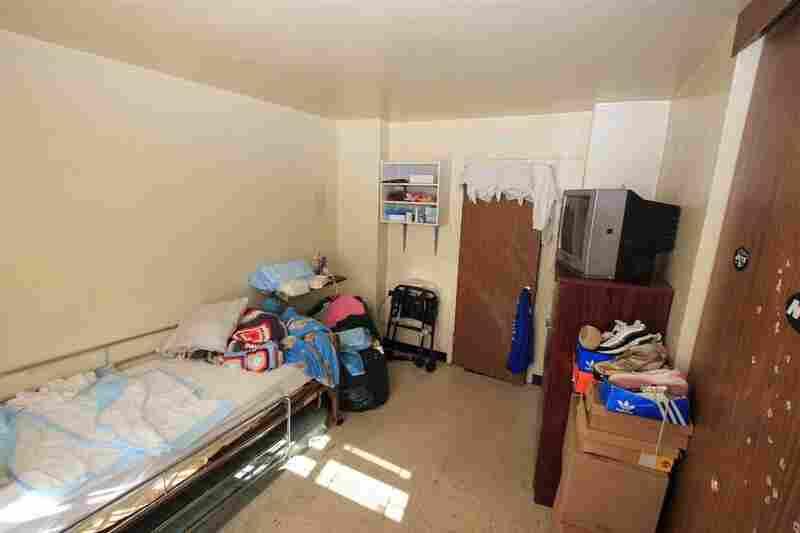 Keosha's room, before