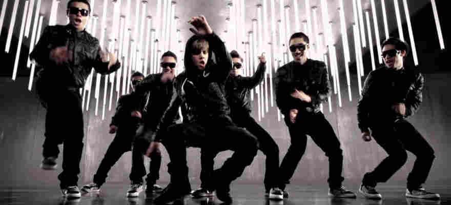 Justin Bieber dances