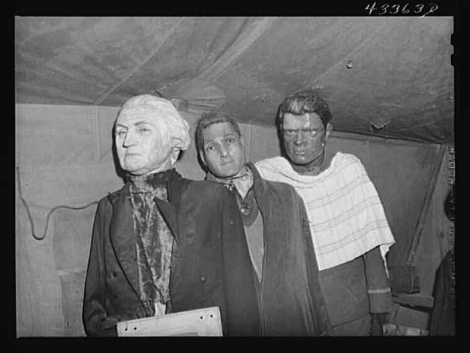 Effigies of Washington, Joe Louis and another criminal
