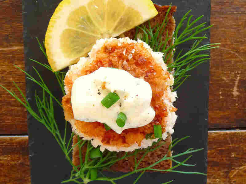 Recipe: Smoked Salmon Fish Cakes With Dill And Remoulade Smorrebrod ...