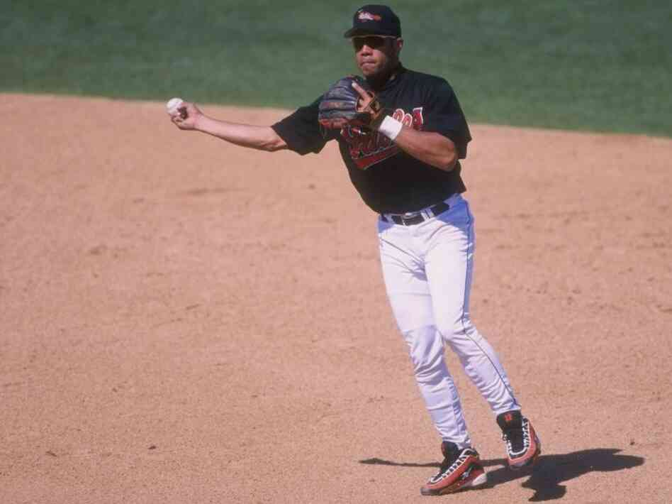 Infielder Roberto Alomar of the Baltimore Orioles in 1998.