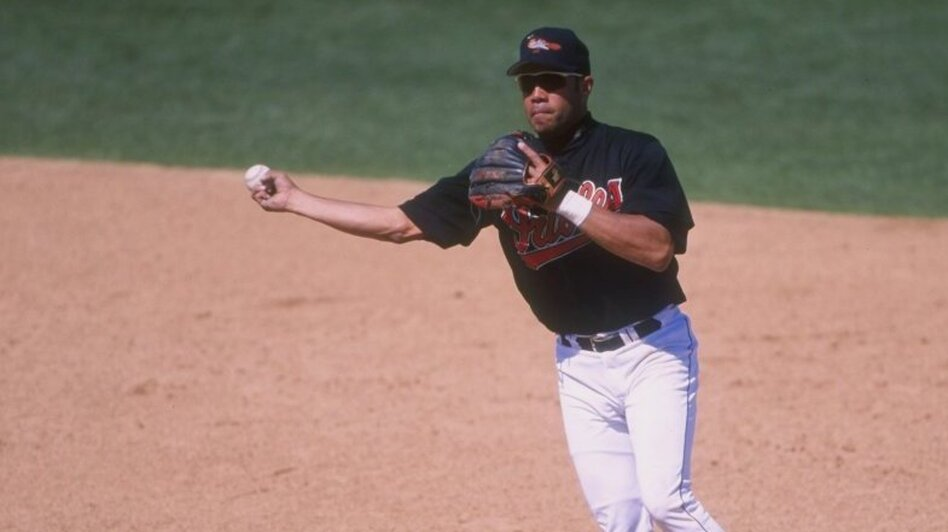Infielder Roberto Alomar of the Baltimore Orioles in 1998. (Getty Images)