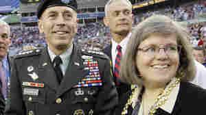 Holly Petraeus with husband Gen. David Petraeus, at the 2009 Super Bowl.