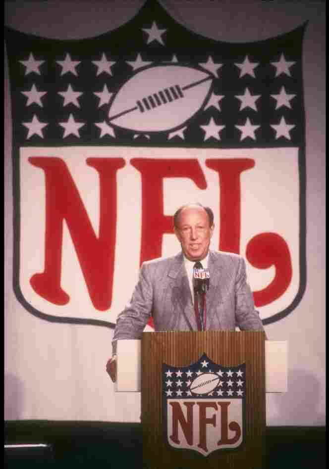 NFL Commissioner Pete Rozelle speaks at a press conference before Super Bowl XXII in 1988.Rozelle was commissioner of the National Football League from January 1960 to November 1989.