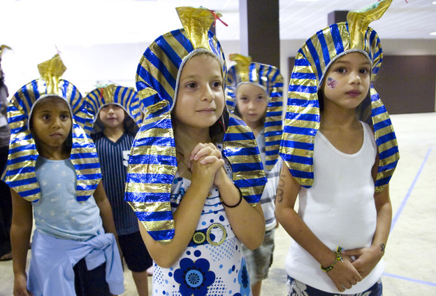 Schoolchildren from Morningside Elementary prepare to see the King Tutankhamen exhibit, which visited the Atlanta Civic Center in November 2008.