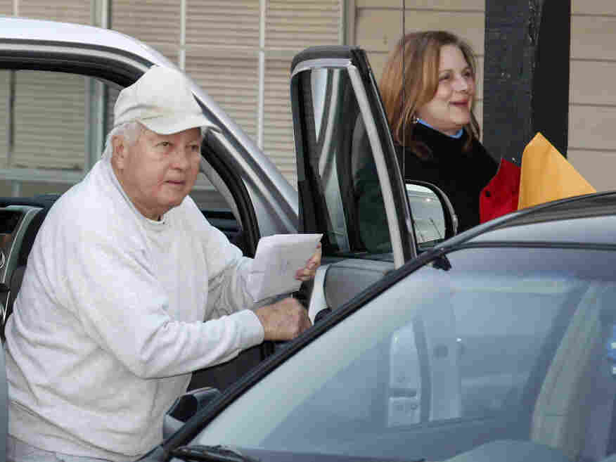 Former Louisiana Gov. Edwin Edwards arrives with daughter Anna Edwards at the halfway house to finish his prison senten