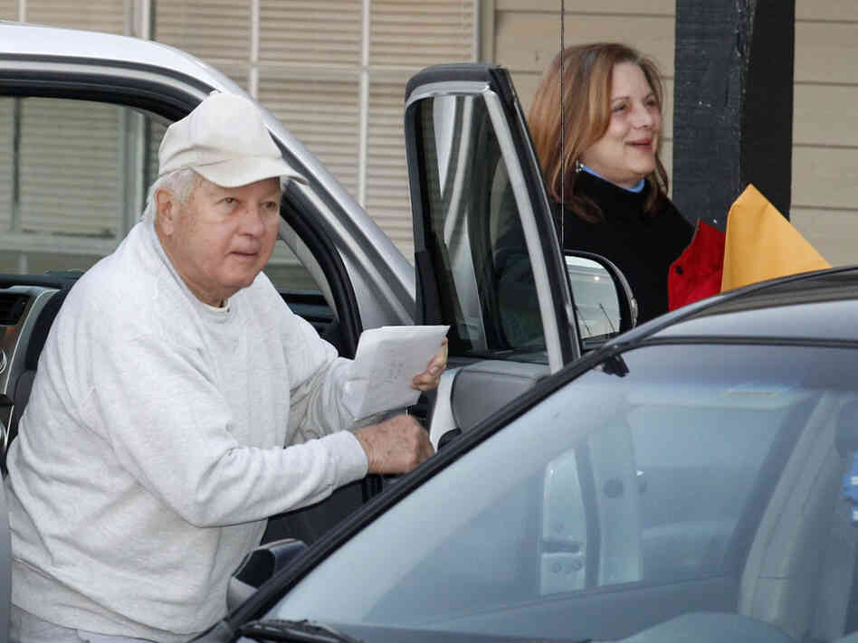 Former Louisiana Gov. Edwin Edwards arrives with daughter Anna Edwards at the halfway house to finish his prison sentence.